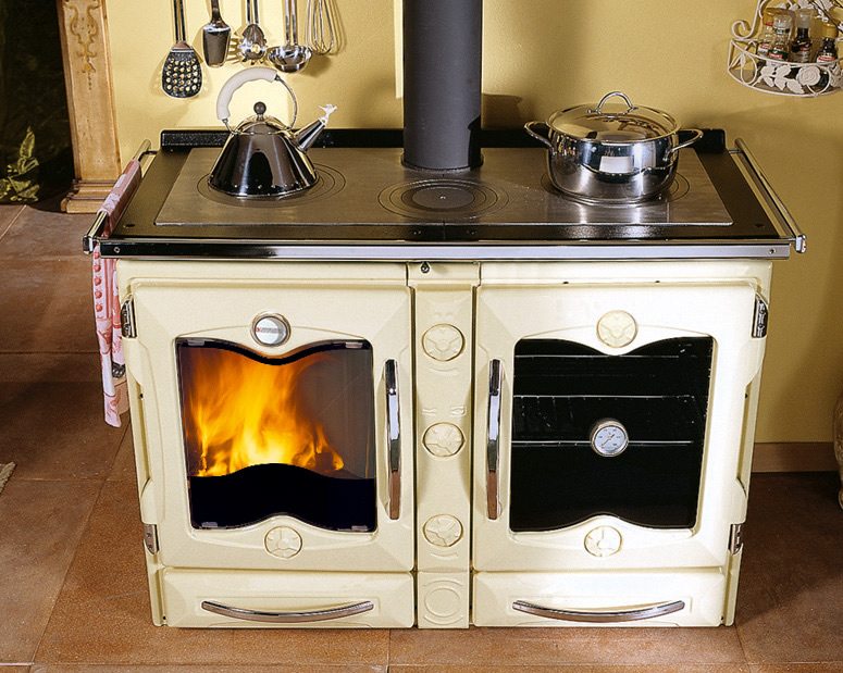Cucina a legna con forno Nordica Extraflame America crema opaco ...